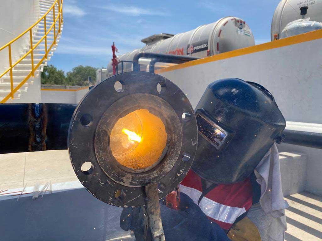 Personal capacitado para la realización de tanques industriales
